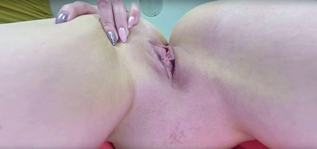 Shaved pussy face-sitting