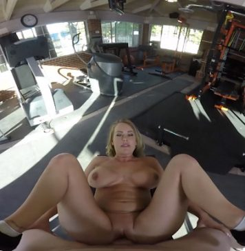Corinna Blake VR Sex At The Gym